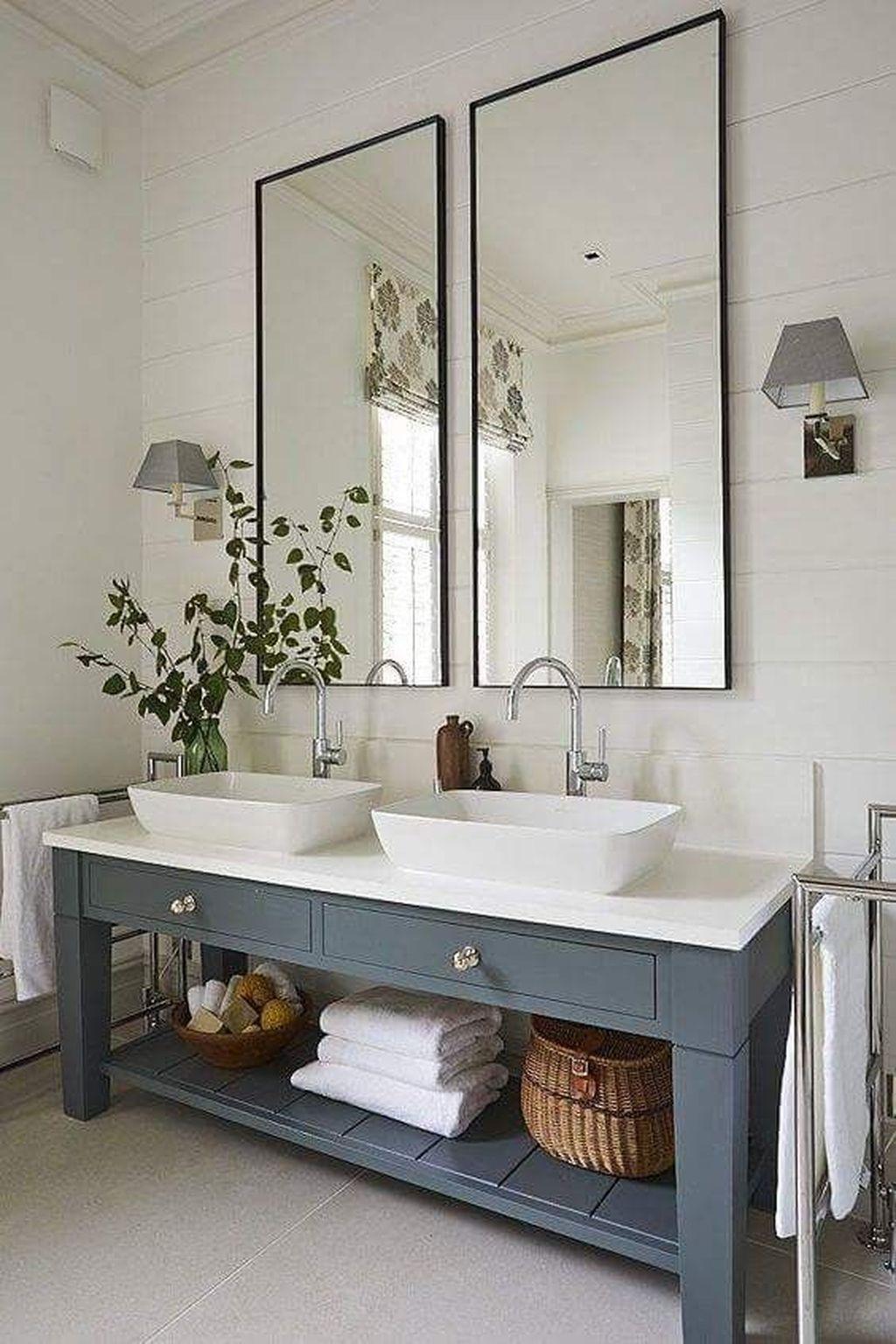 Inspiring Small Modern Farmhouse Bathroom Design Ideas 07