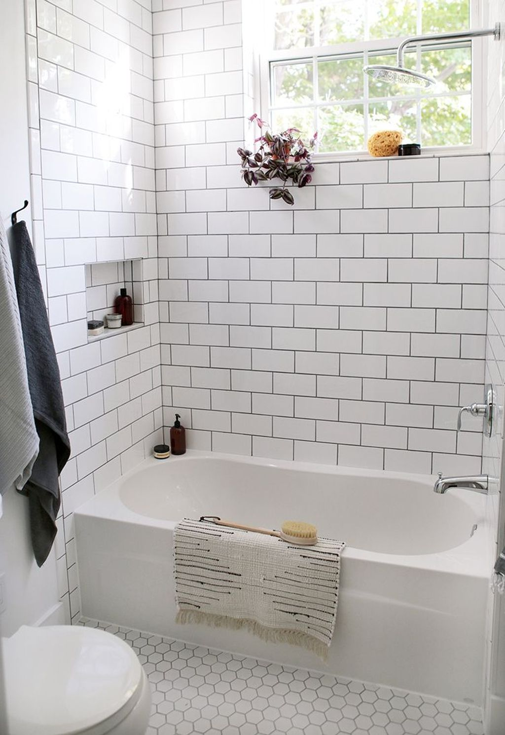 Inspiring Small Modern Farmhouse Bathroom Design Ideas 16