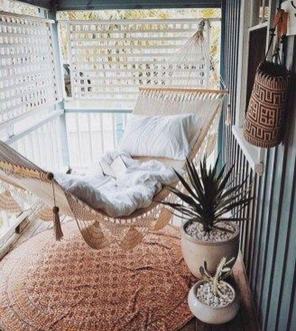 Inspiring Summer Apartment Balcony Decoration Ideas 03