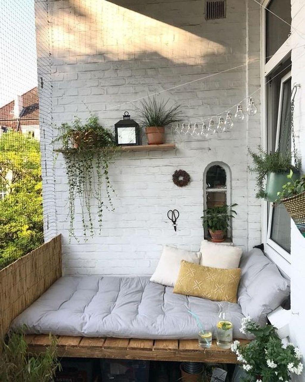 Inspiring Summer Apartment Balcony Decoration Ideas 08