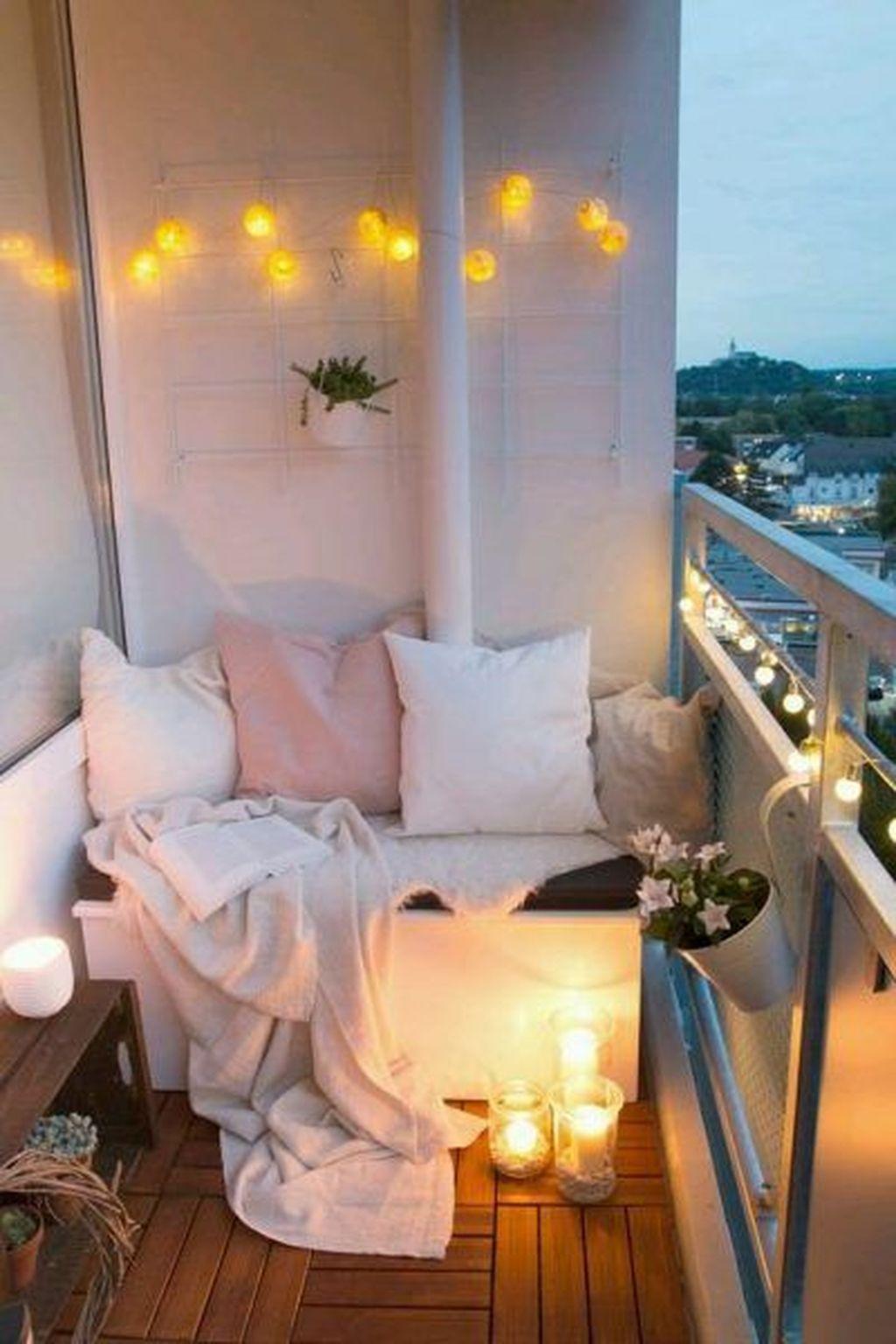 Inspiring Summer Apartment Balcony Decoration Ideas 15