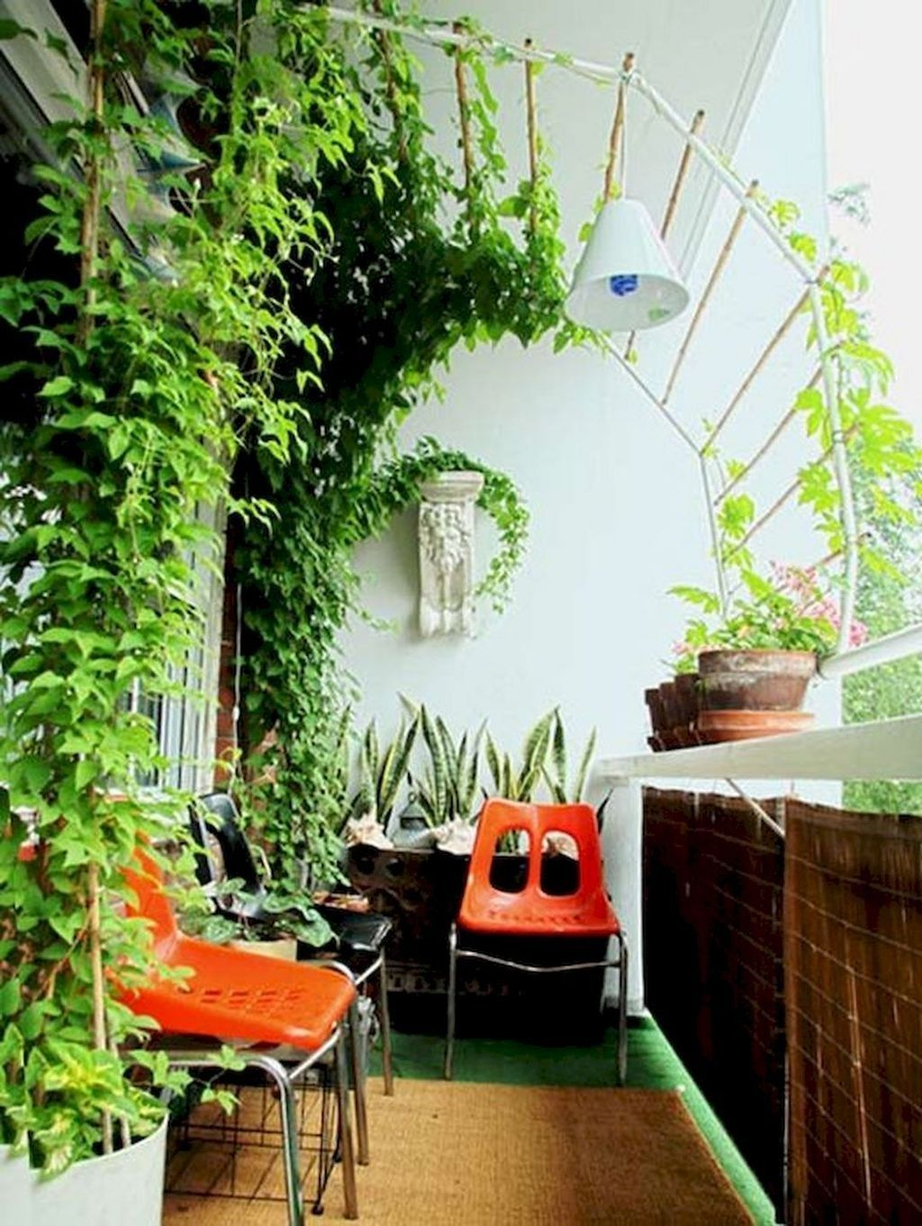 Inspiring Summer Apartment Balcony Decoration Ideas 16