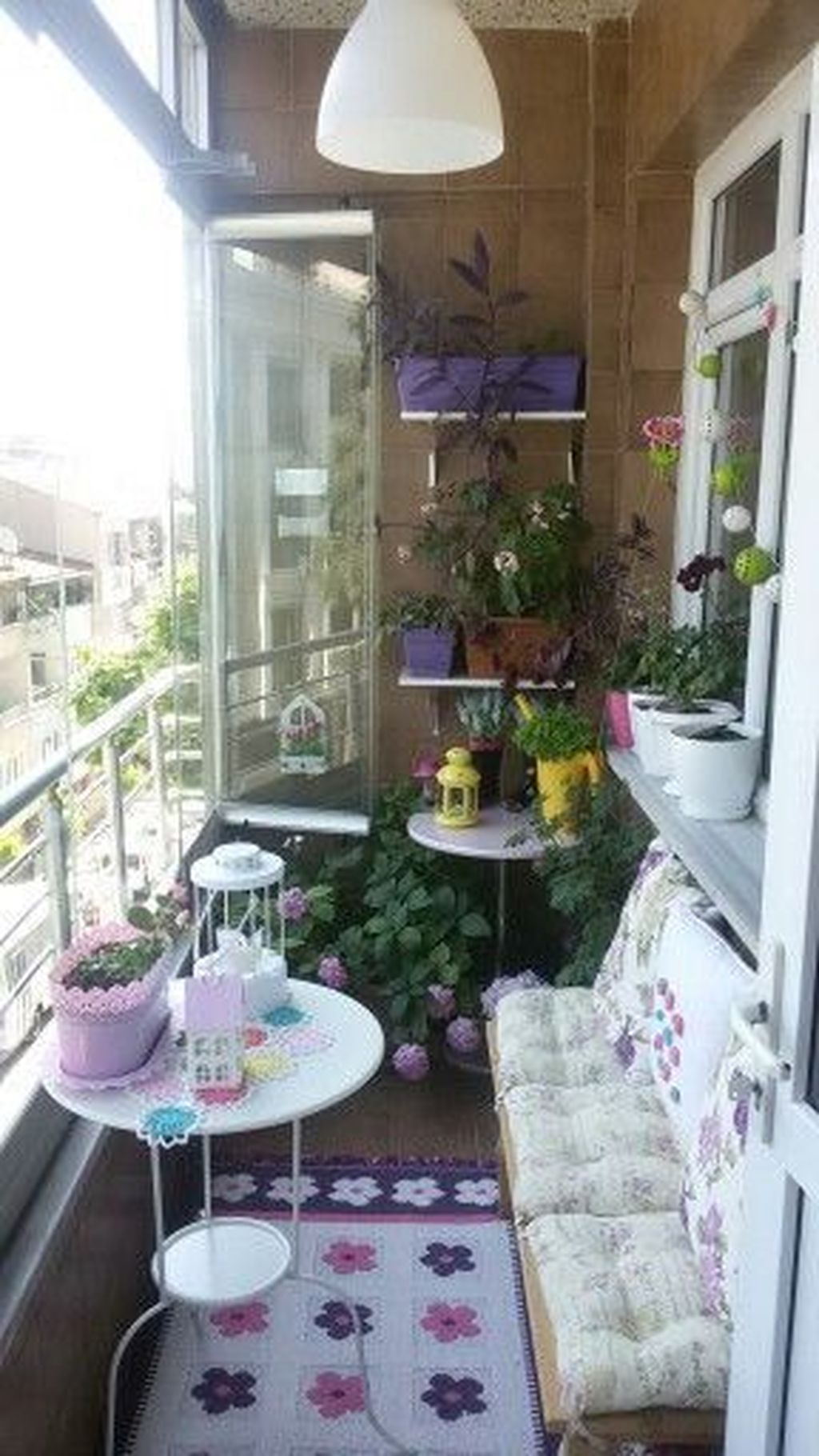 Inspiring Summer Apartment Balcony Decoration Ideas 24