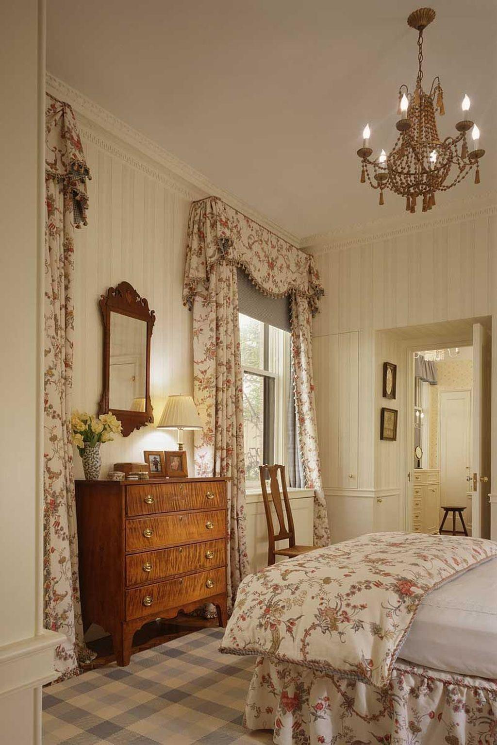 Inspiring Traditional Bedroom Decor Ideas 04