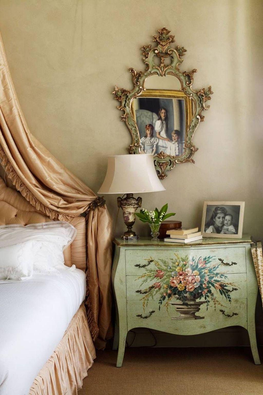 Inspiring Traditional Bedroom Decor Ideas 29