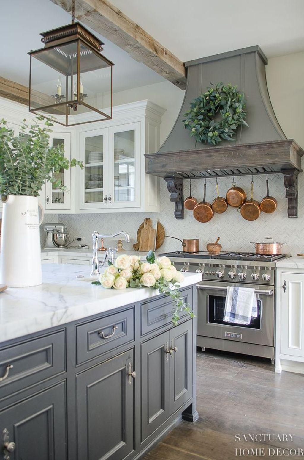 Lovely Grey White Kitchen Design Ideas 04