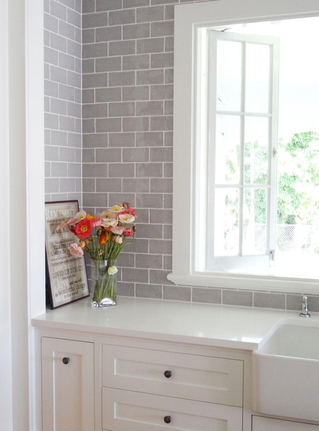 Lovely Grey White Kitchen Design Ideas 07