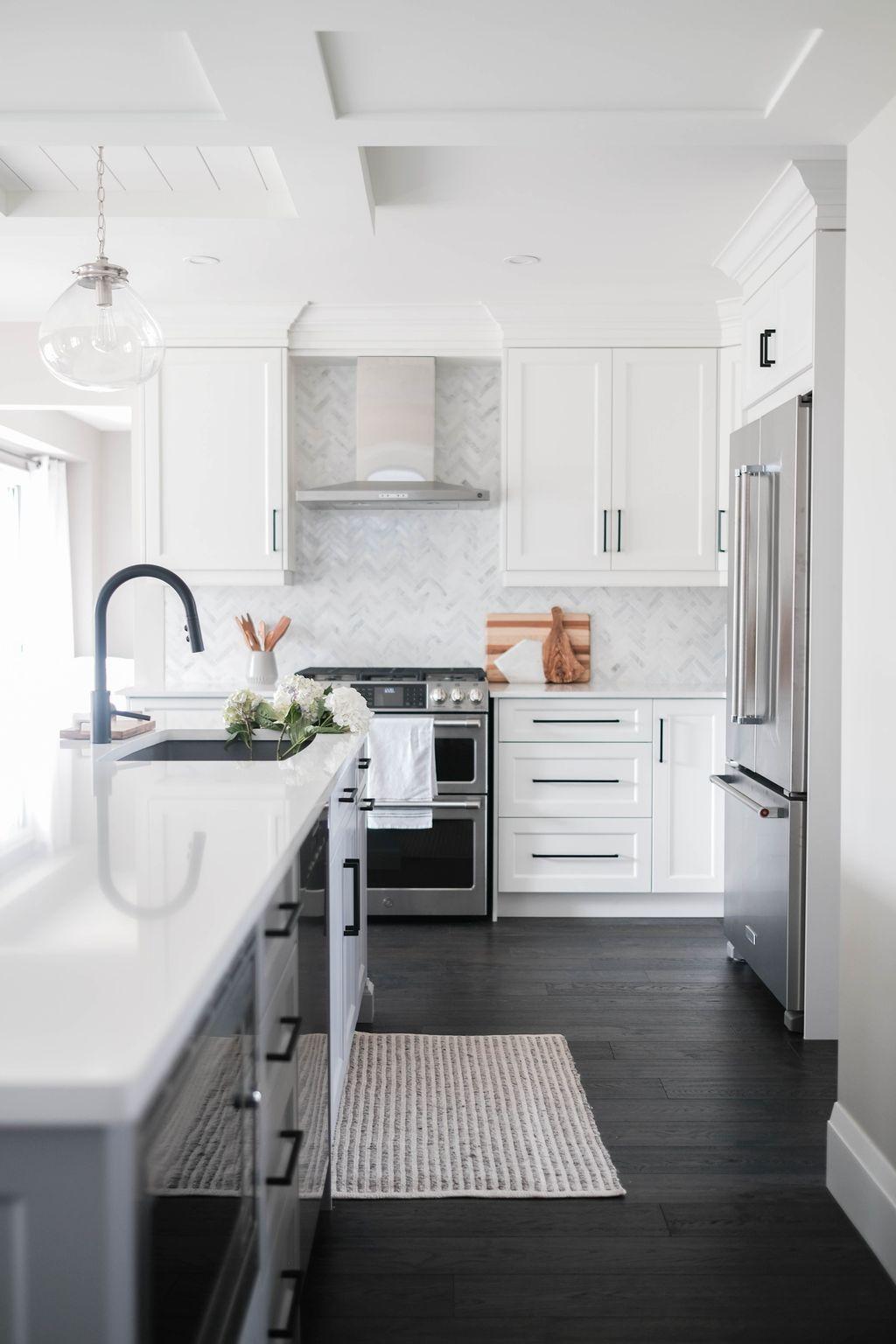 Lovely Grey White Kitchen Design Ideas 08