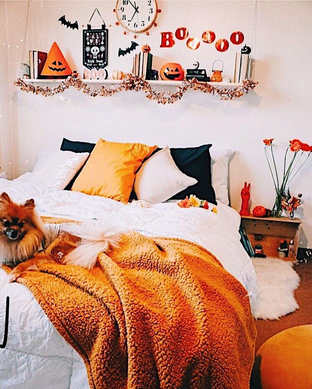 Nice Fall Bedroom Decor Ideas 16