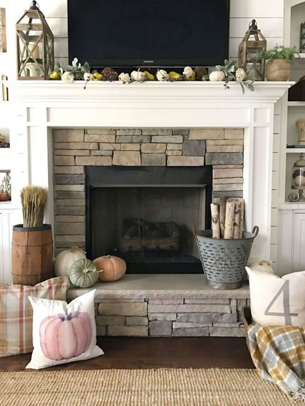 Popular Fall Fireplace Decoration Ideas 06