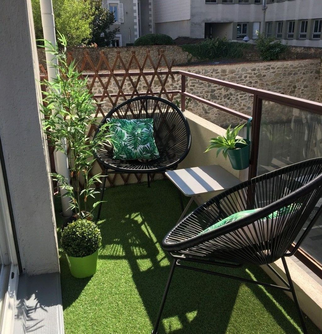 Stunning Apartment Garden Design Ideas 13