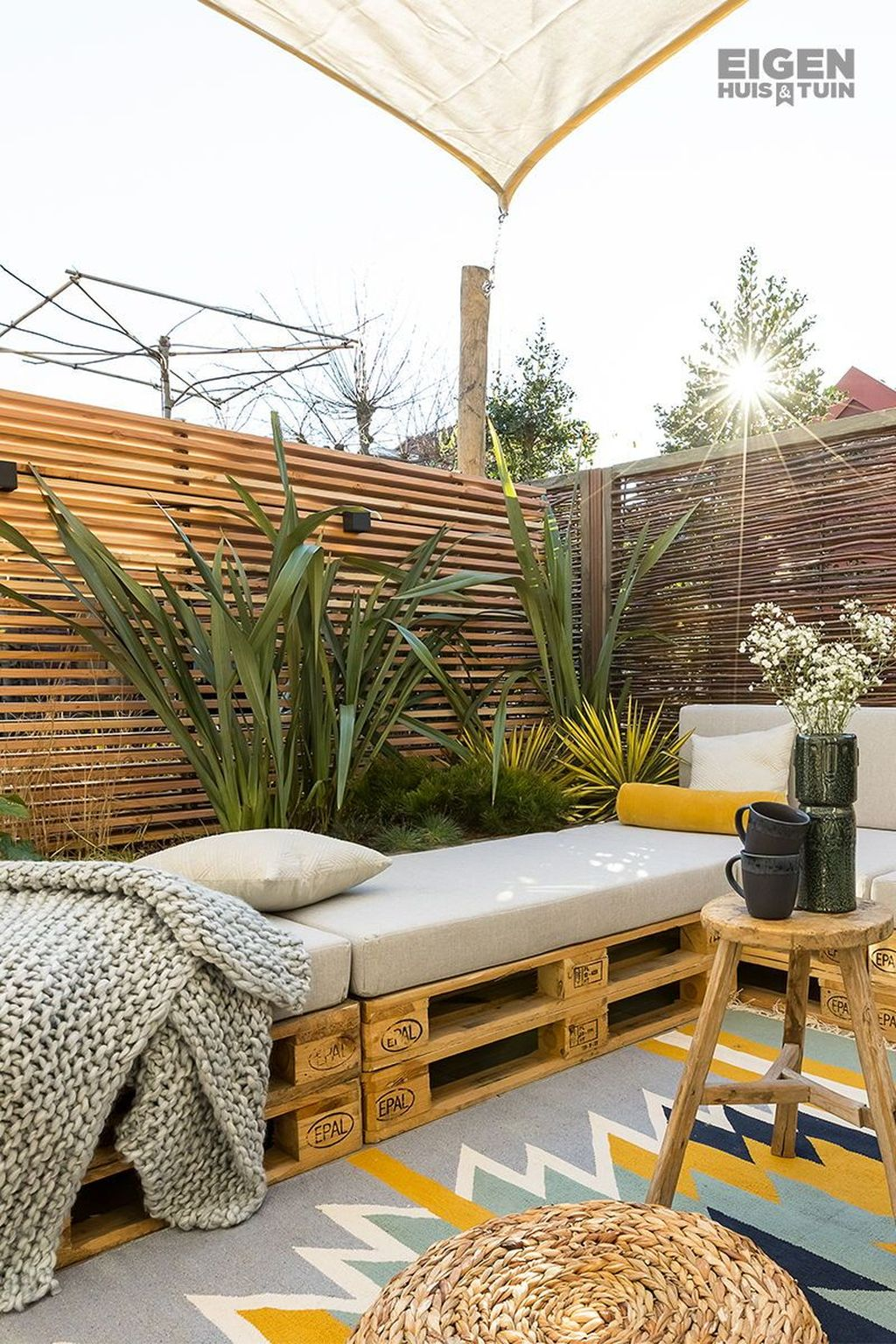 Stunning Apartment Garden Design Ideas 30