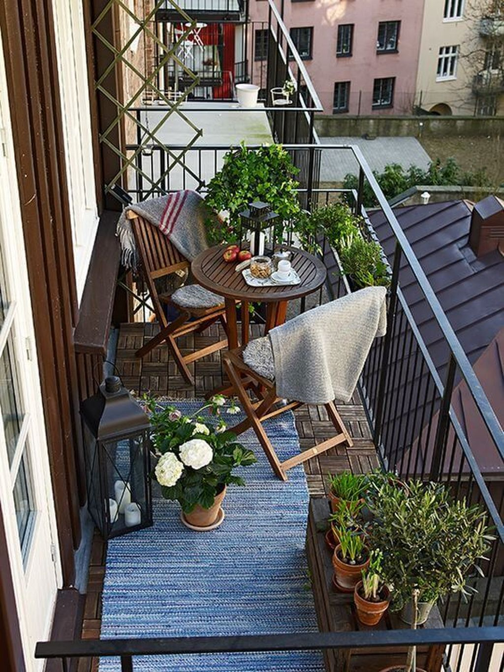 Stunning Apartment Garden Design Ideas 33