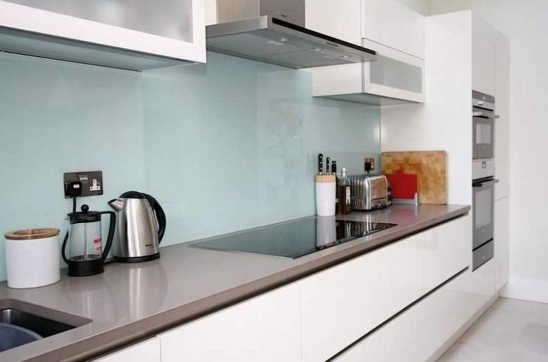 Stunning Glass Backsplash Kitchen Ideas 10