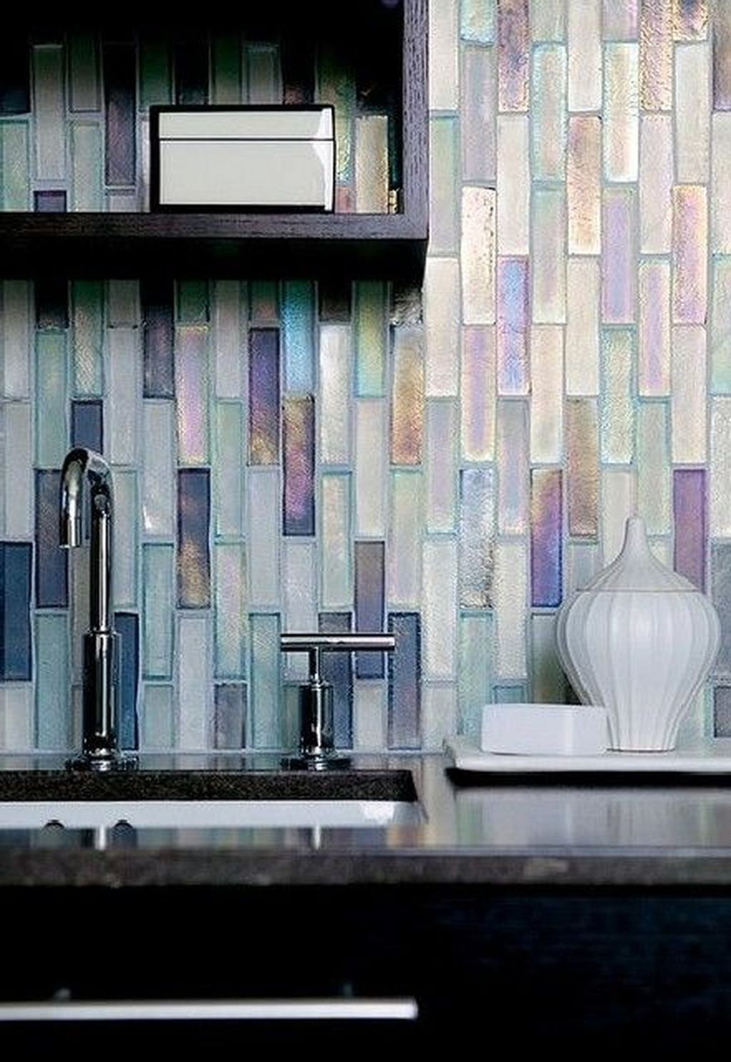 Stunning Glass Backsplash Kitchen Ideas 14