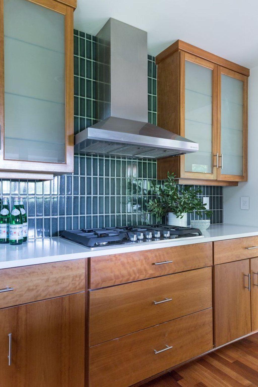 Stunning Glass Backsplash Kitchen Ideas 17