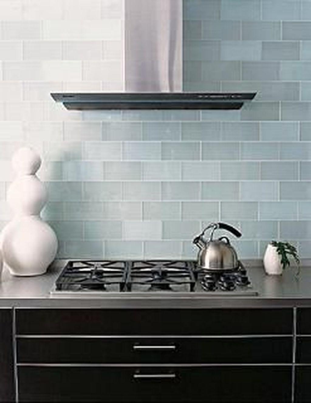 Stunning Glass Backsplash Kitchen Ideas 21