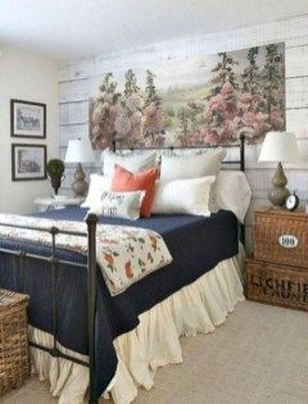 The Best Small Master Bedroom Design Ideas WIth Farmhouse Style 03