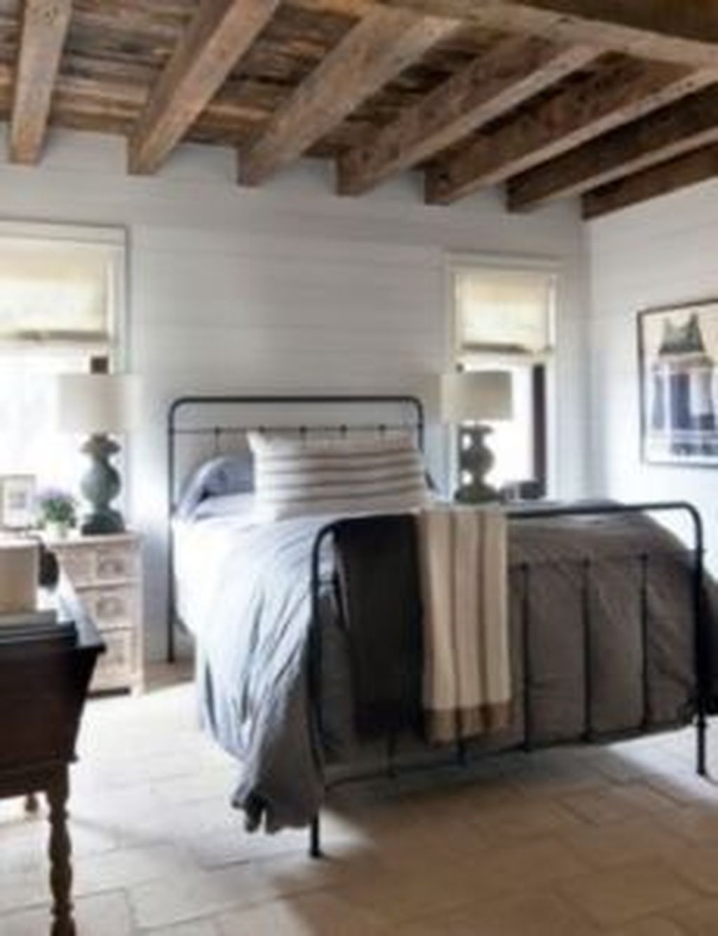 The Best Small Master Bedroom Design Ideas WIth Farmhouse Style 05