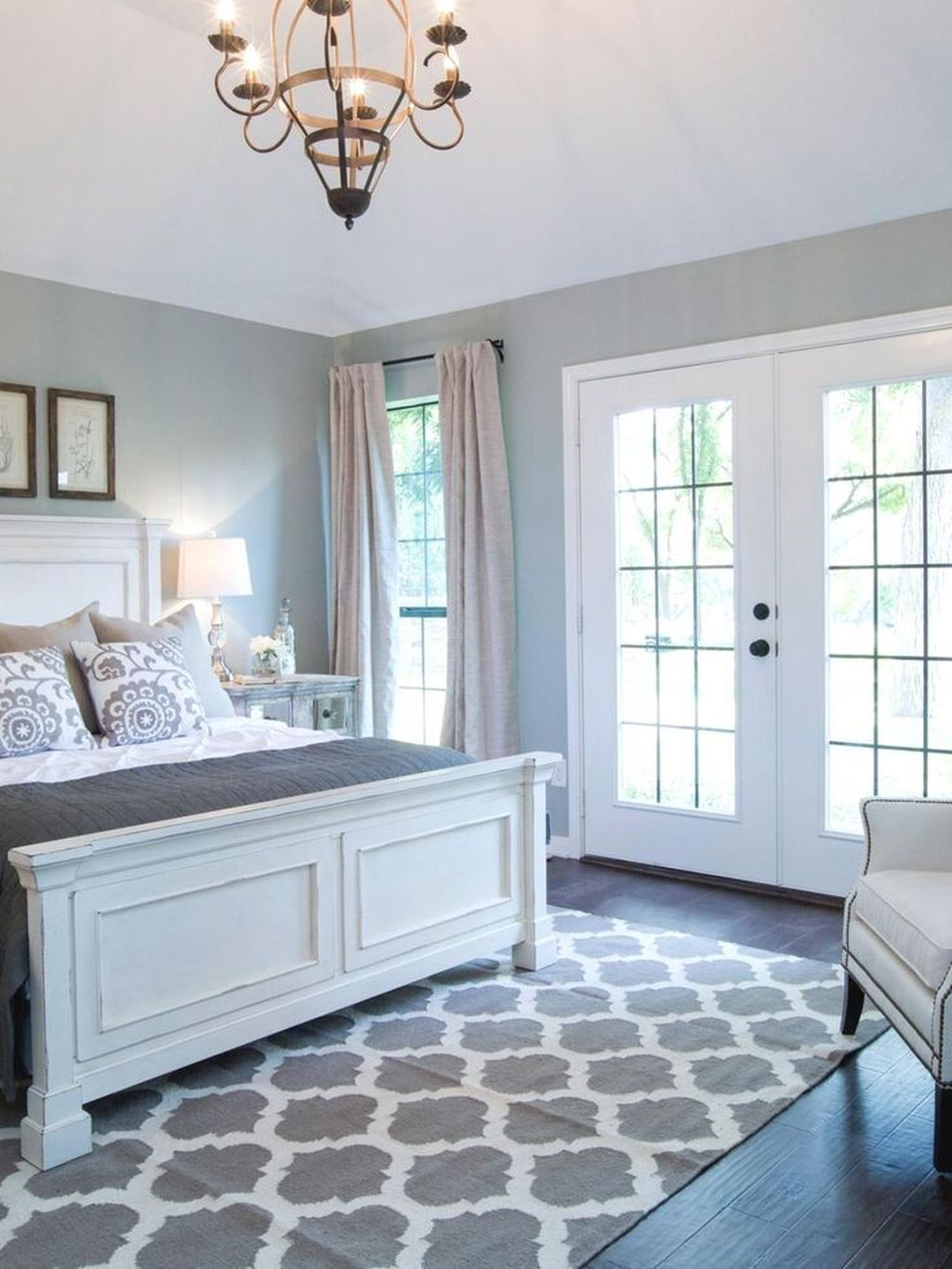 The Best Small Master Bedroom Design Ideas WIth Farmhouse Style 07
