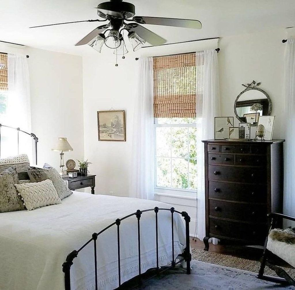 The Best Small Master Bedroom Design Ideas WIth Farmhouse Style 17