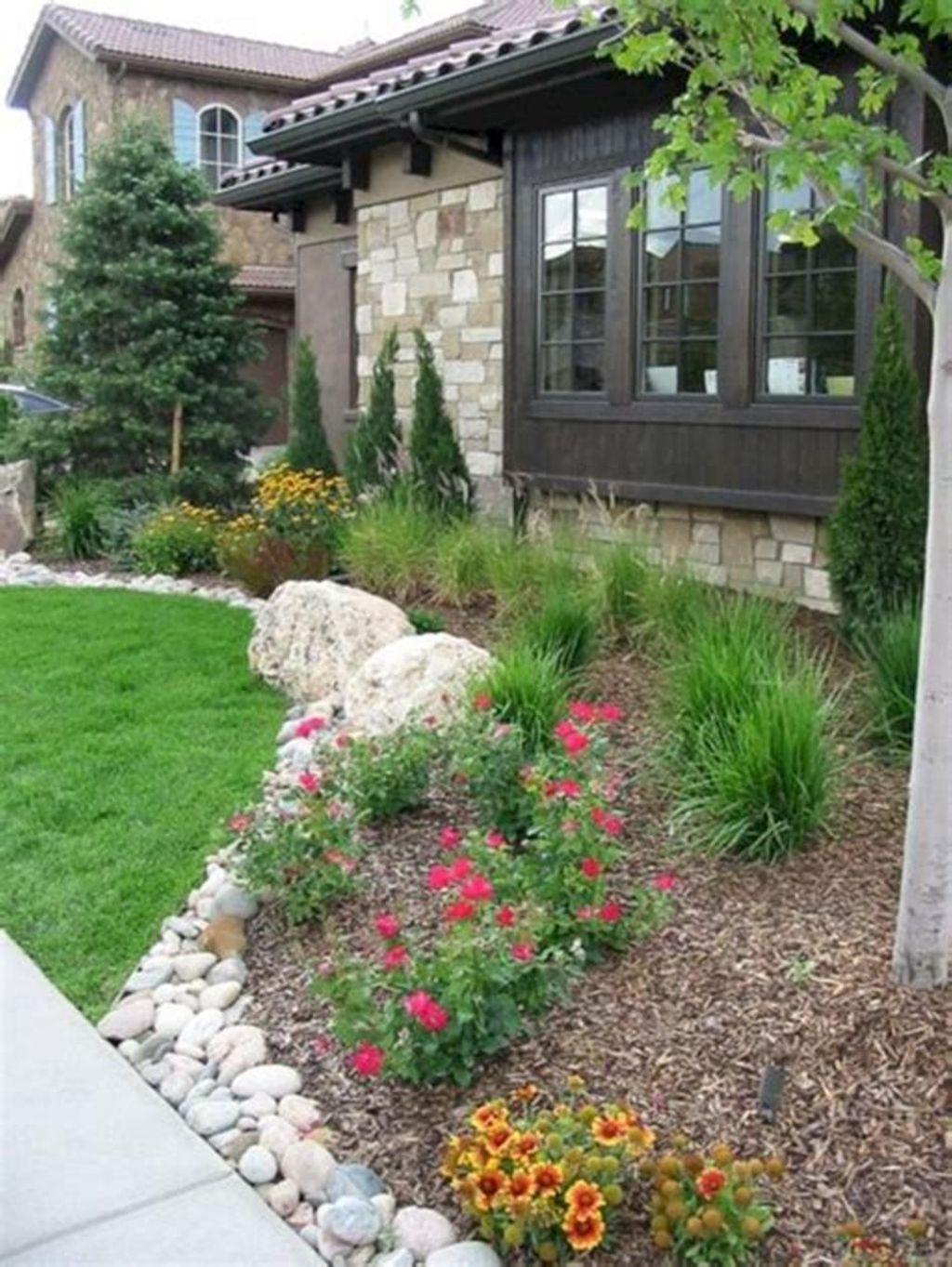 Wonderful Evergreen Landscape Ideas For Front Yard 10
