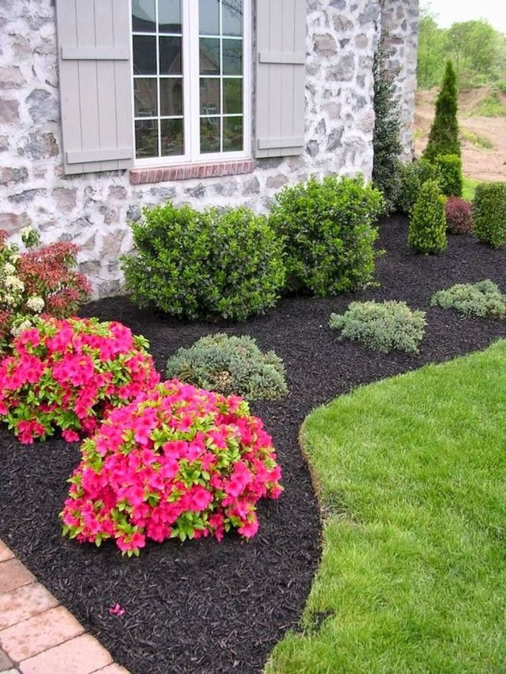 33 Wonderful Evergreen Landscape Ideas For Front Yard Magzhouse