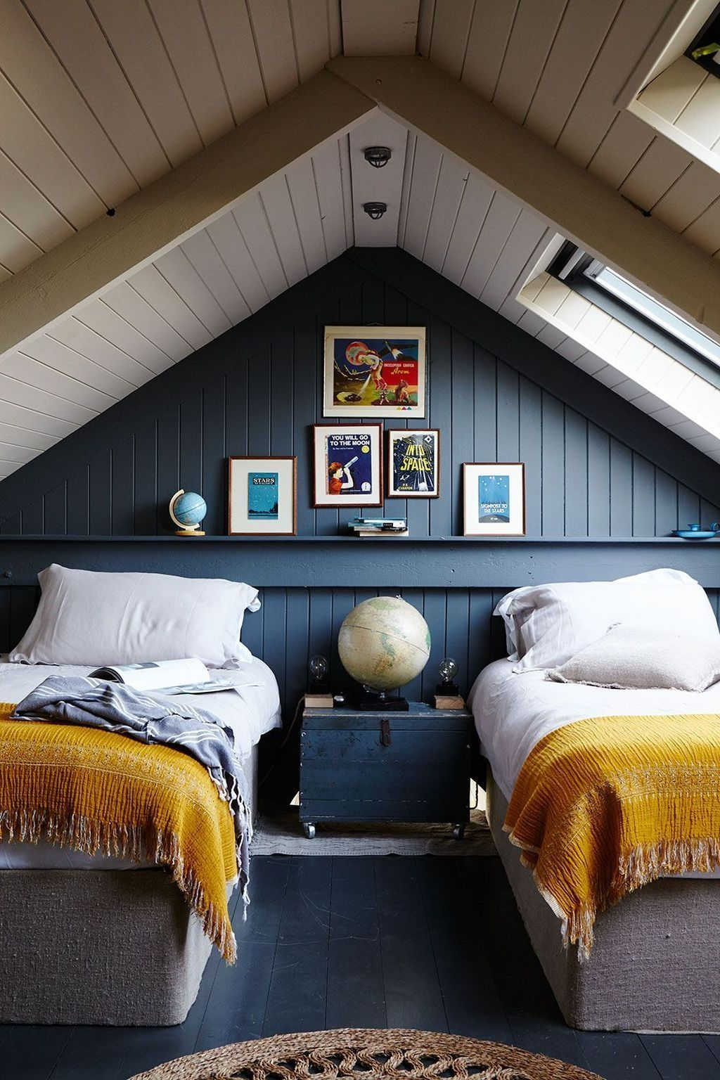 Amazing Attic Bedroom Design Ideas That You Will Like 38