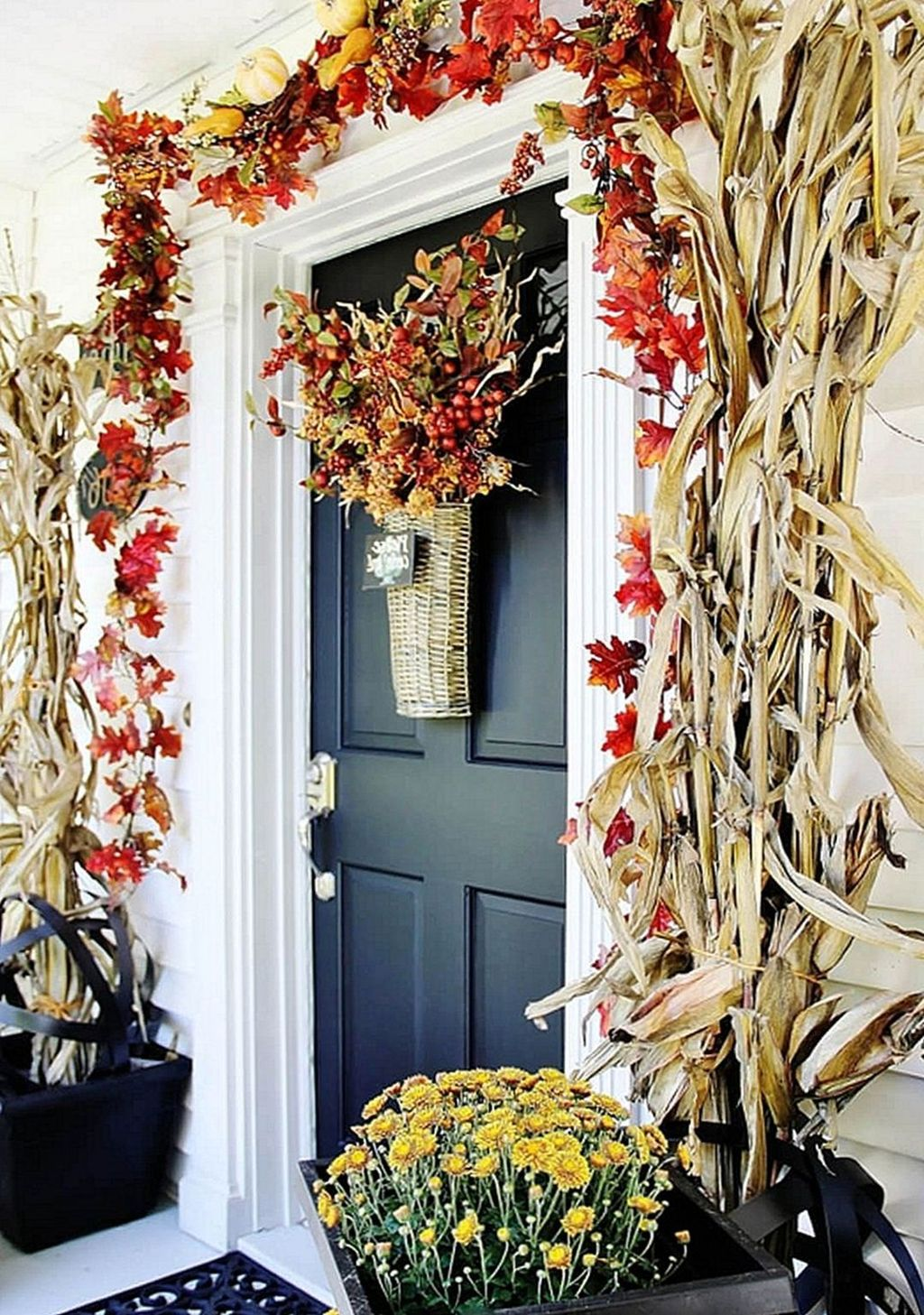 Amazing Front Porch Fall Decor Ideas That You Never Seen Before 29
