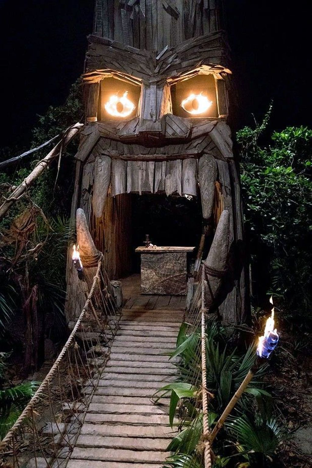 Awesome Halloween Backyard Party Decorations Ideas 13