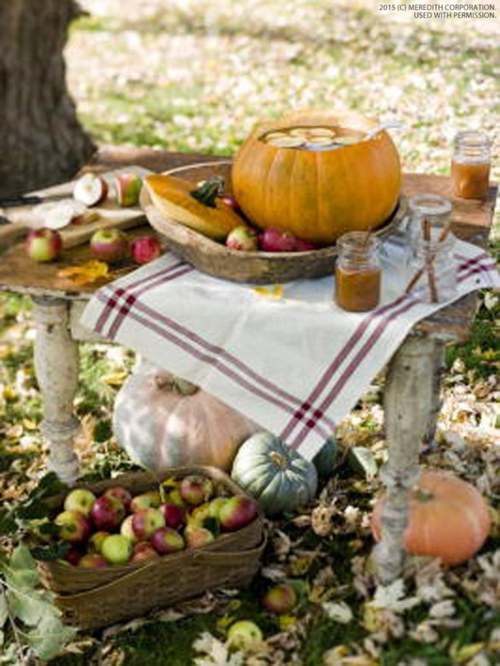 Awesome Halloween Backyard Party Decorations Ideas 23
