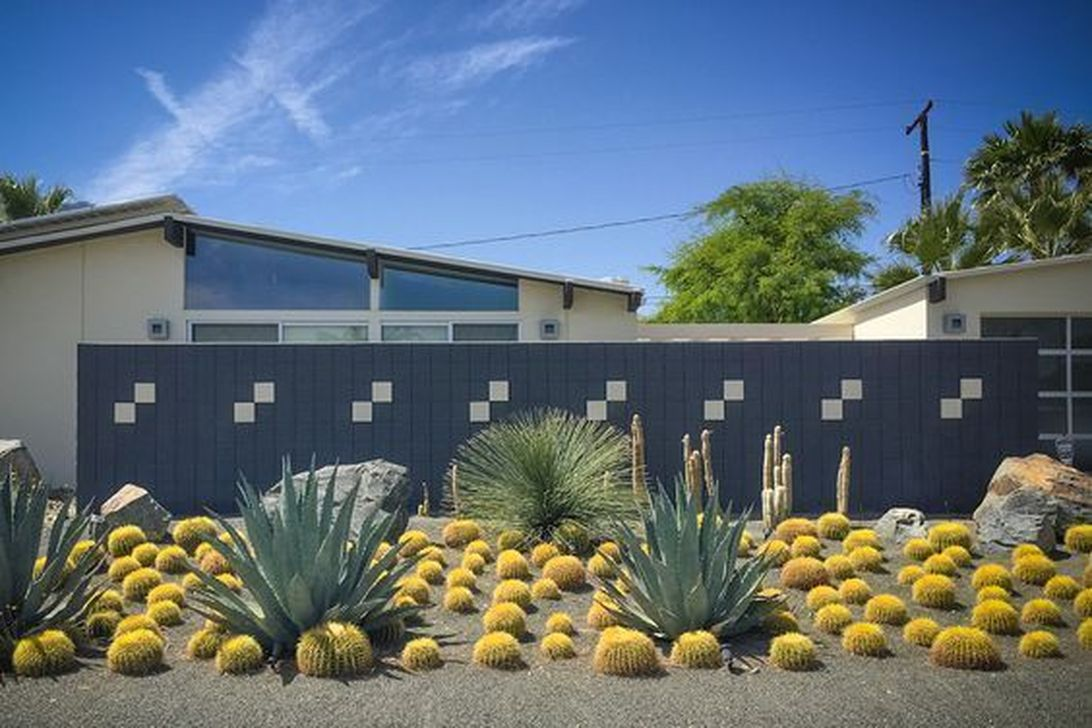Awesome Succulent Front Yard Landscaping Ideas 28