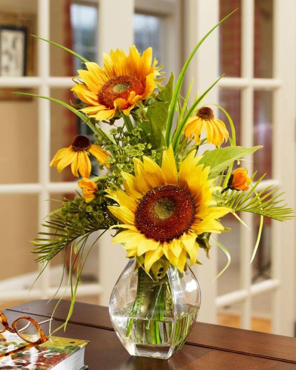 Beautiful Fall Flower Arrangement Design Ideas For Living Room Decor 32