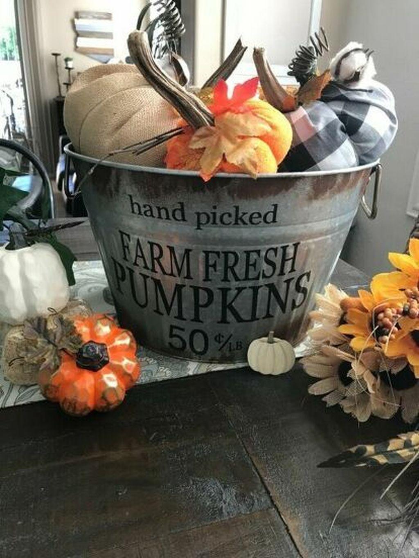 Beautiful Fall Theme Kitchen Island Decor Ideas 14