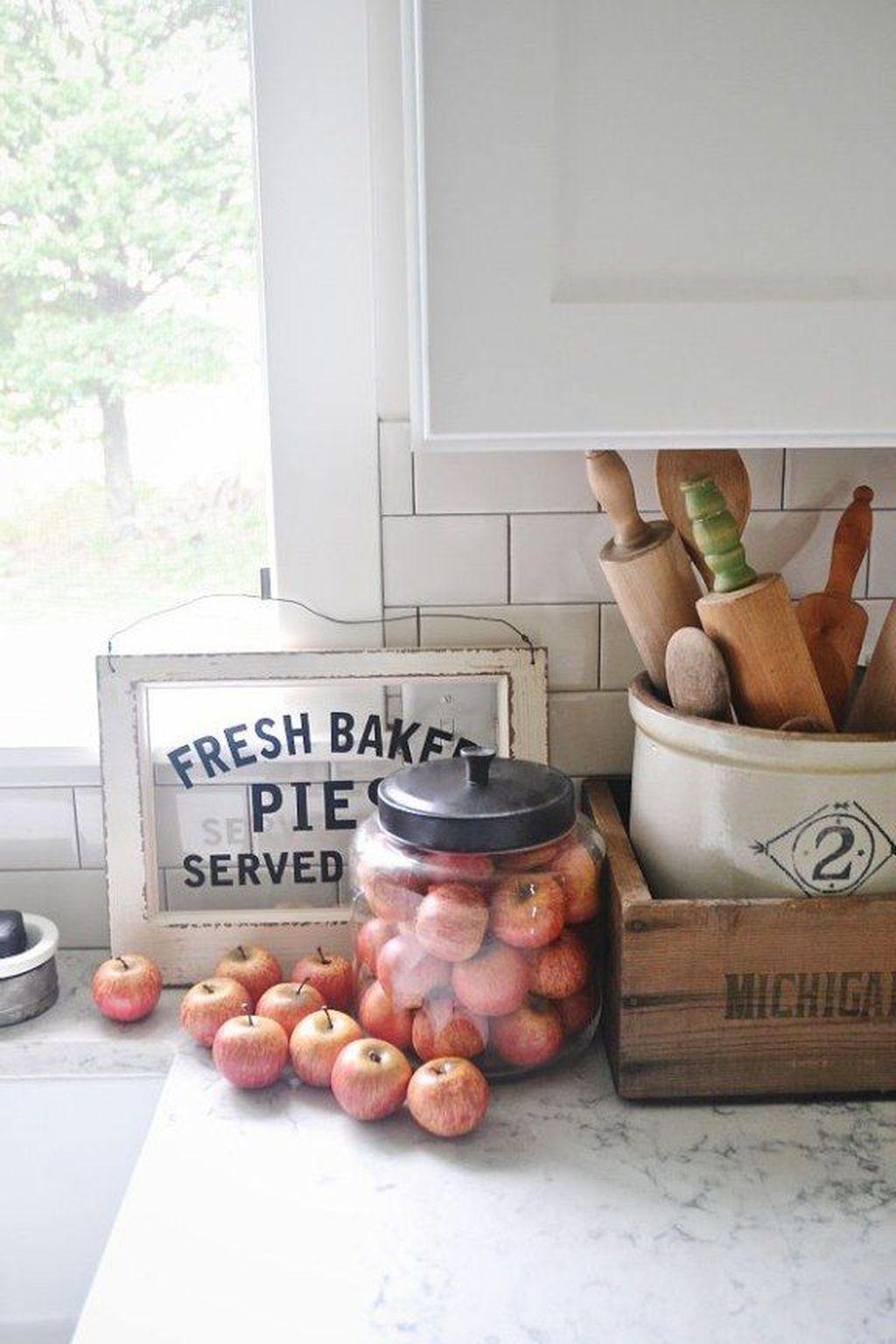 Beautiful Fall Theme Kitchen Island Decor Ideas 31