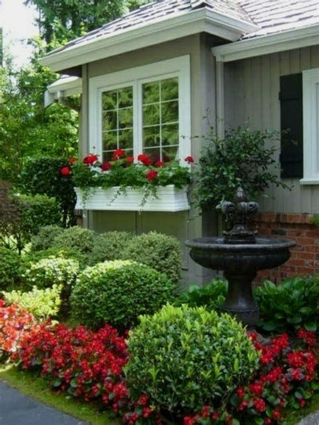 Beautiful Flower Beds Design Ideas In Front Of House 04