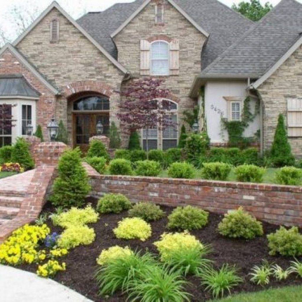 Beautiful Flower Beds Design Ideas In Front Of House 05