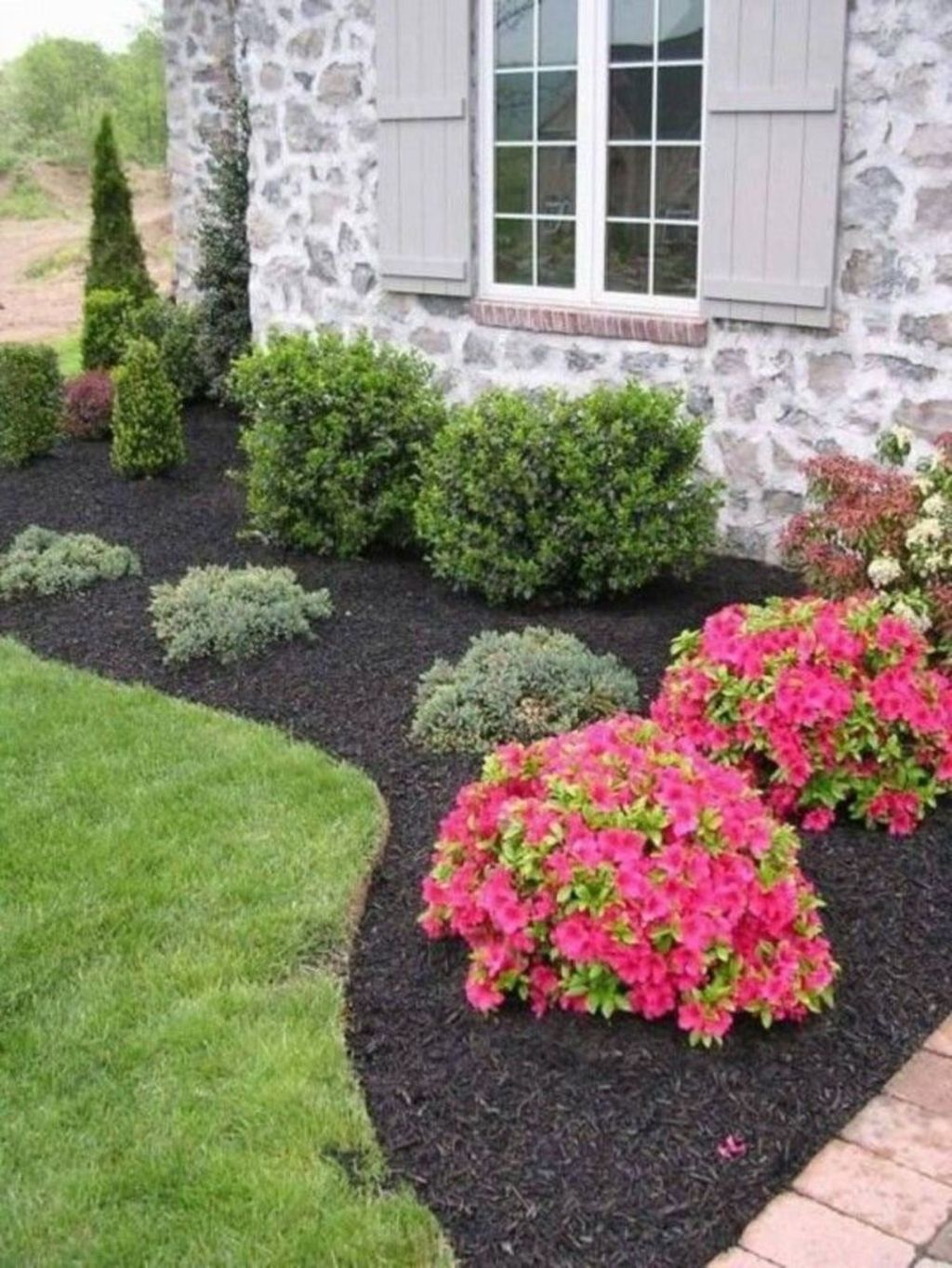 Beautiful Flower Beds Design Ideas In Front Of House 09