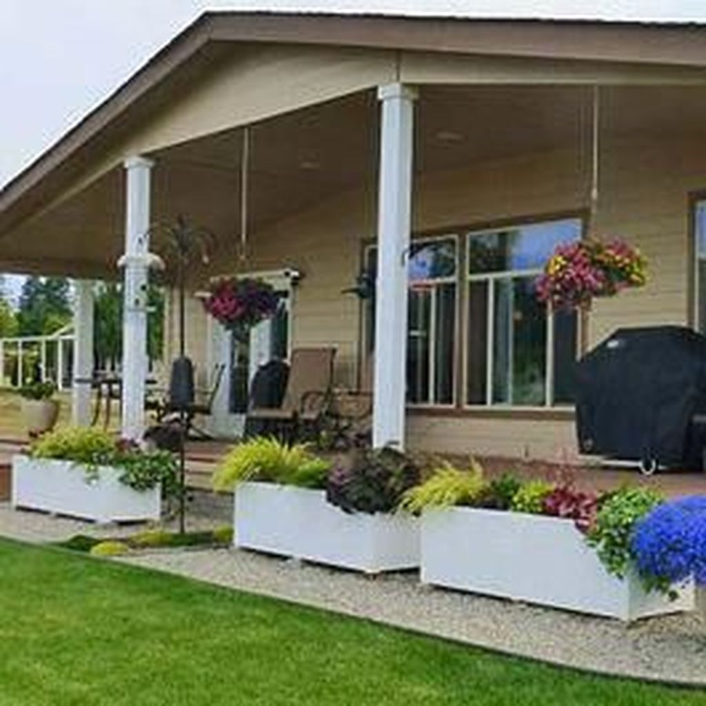 Beautiful Flower Beds Design Ideas In Front Of House 14