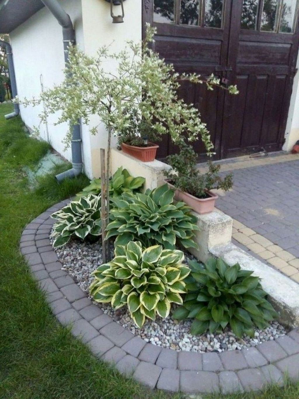 Beautiful Flower Beds Design Ideas In Front Of House 16
