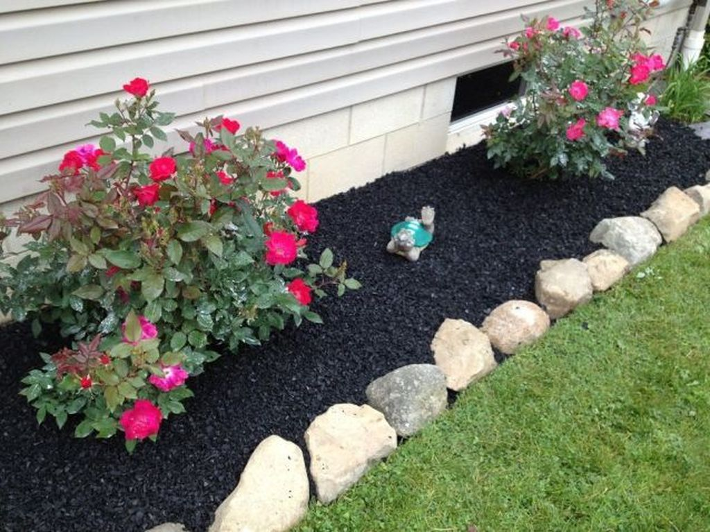 Beautiful Flower Beds Design Ideas In Front Of House 19
