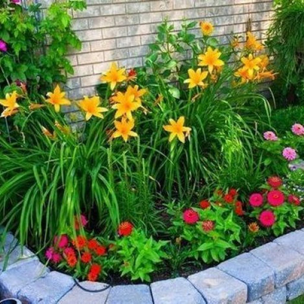 Beautiful Flower Beds Design Ideas In Front Of House 29