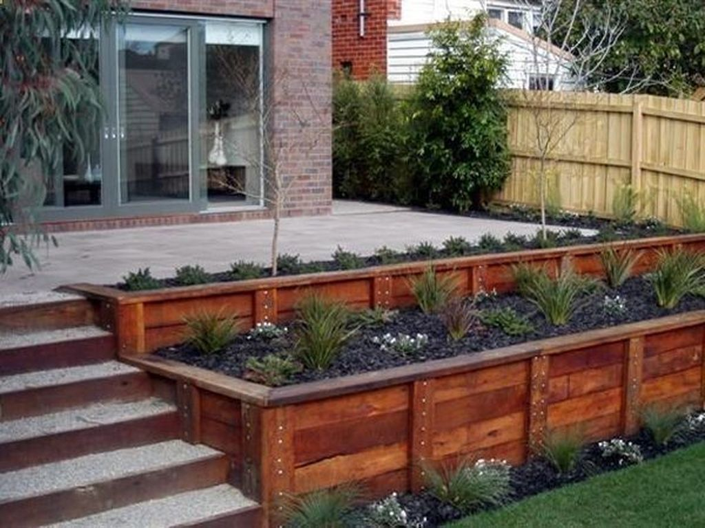 Beautiful Flower Beds Design Ideas In Front Of House 30
