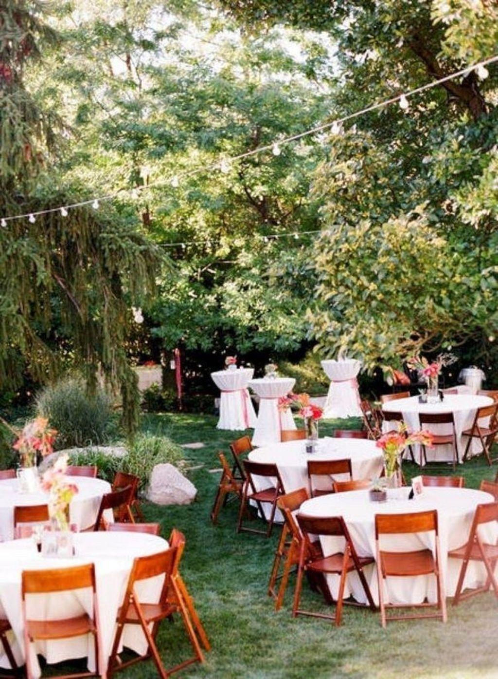 Fabulous Fall Backyard Party Decorations Ideas 04