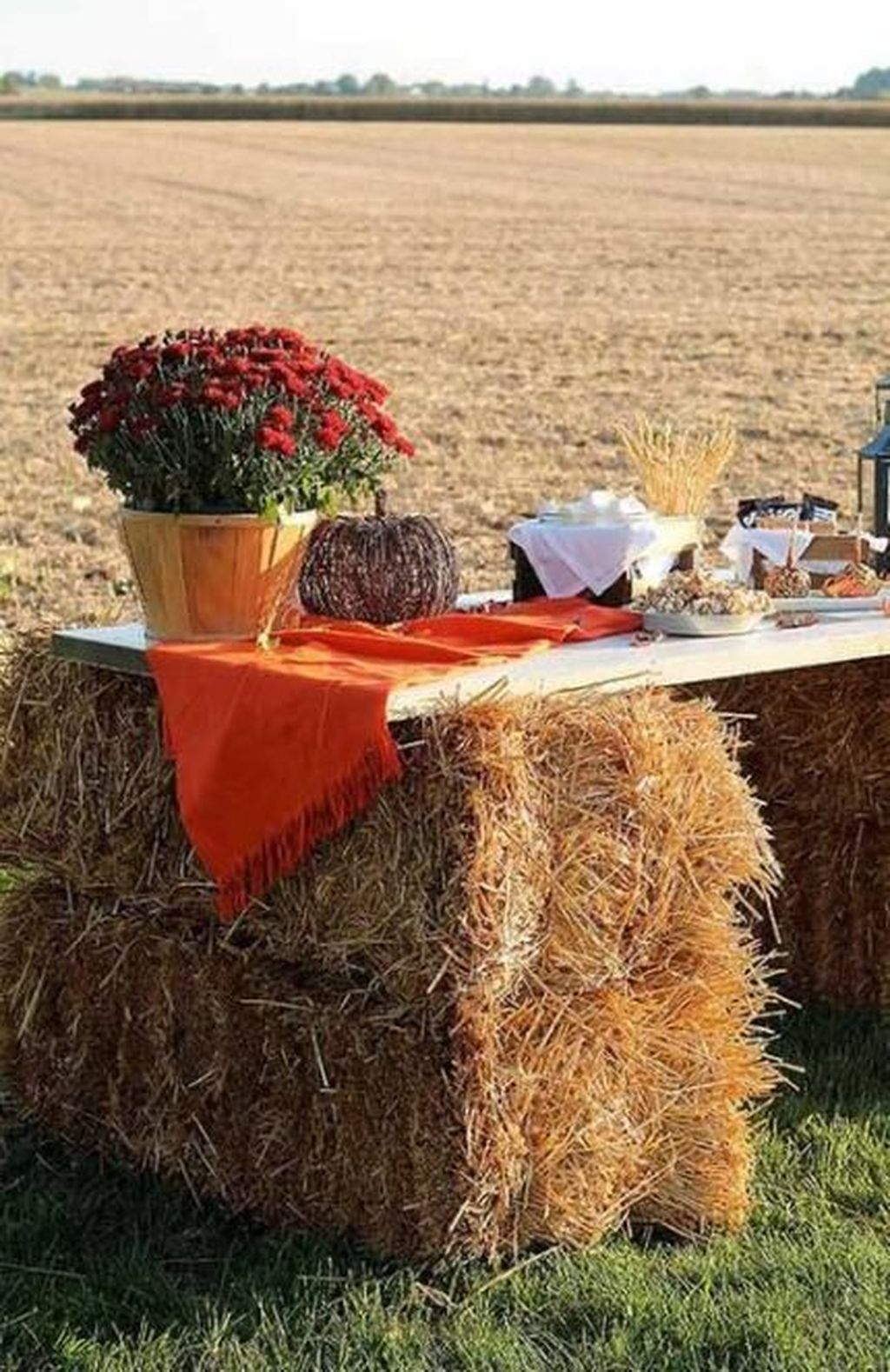 Fabulous Fall Backyard Party Decorations Ideas 30
