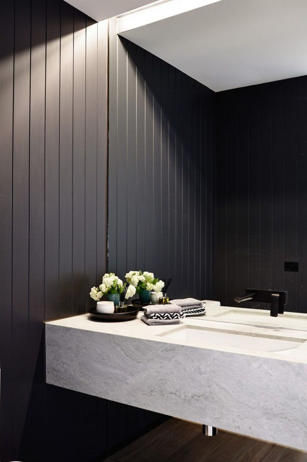 Inspiring Black Powder Room Design Ideas With Modern Style 28