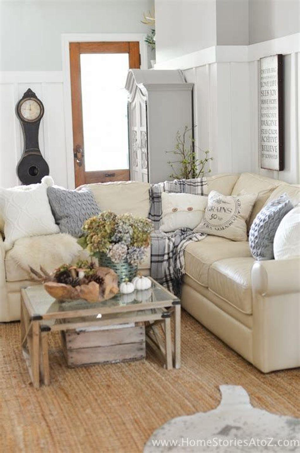 Inspiring Fall Living Room Decor Ideas On A Budget 33
