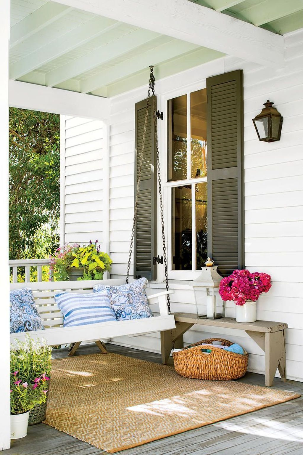 Inspiring Farmhouse Front Porch Decor Ideas 05