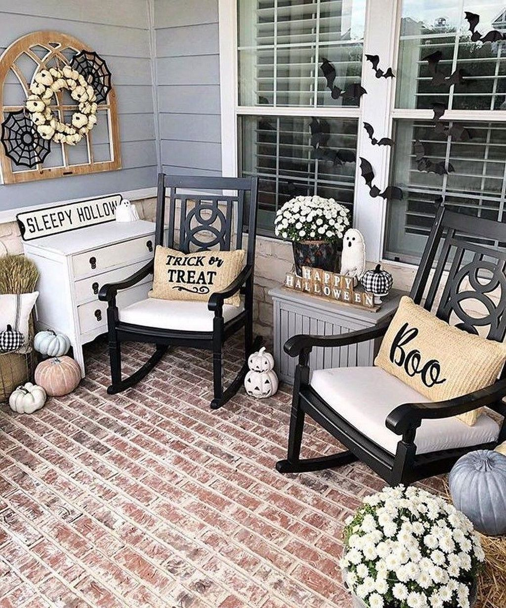 Inspiring Farmhouse Front Porch Decor Ideas 10