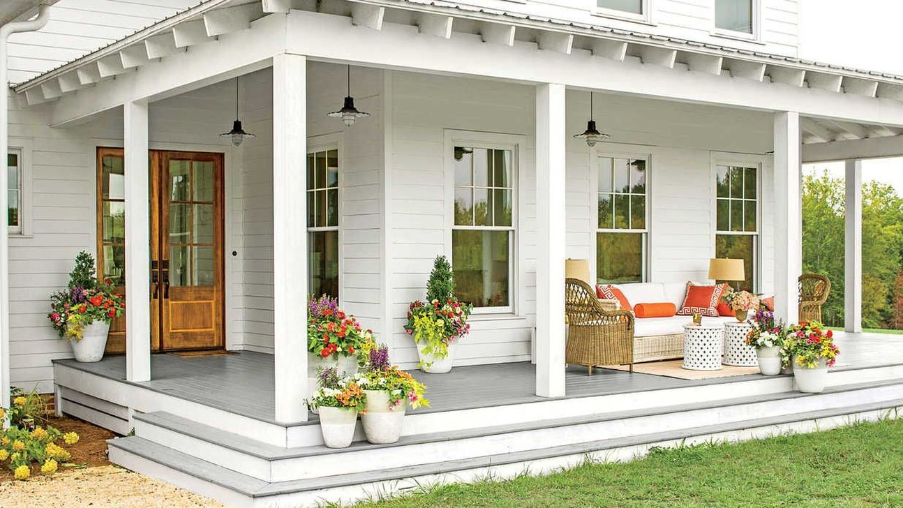 Inspiring Farmhouse Front Porch Decor Ideas 14